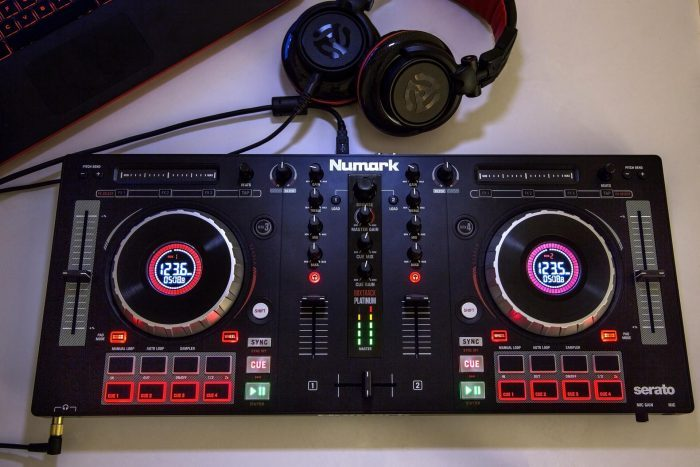Numark Mixtrack Platinum photo