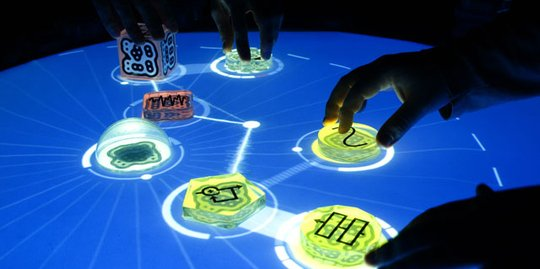 reactable - tabletop multi-touch interface