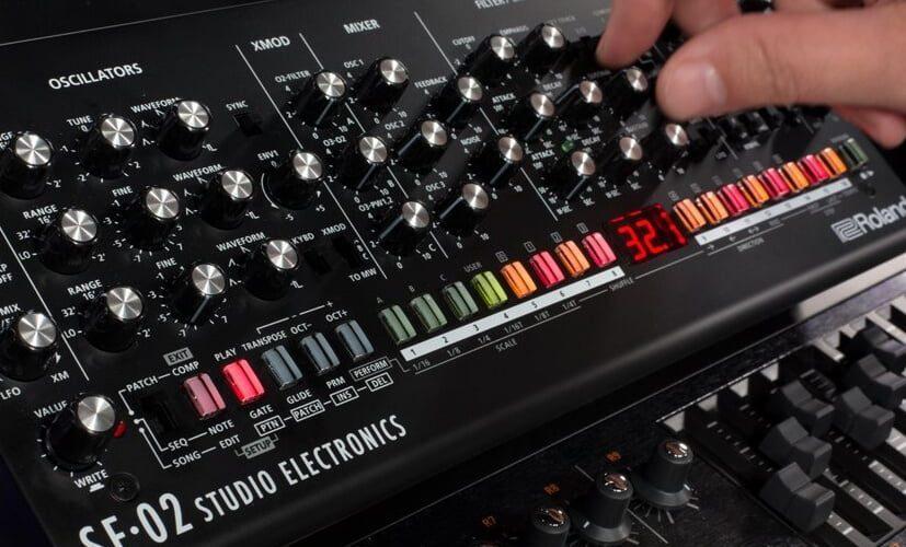 Roland SE 02 Analog Synthesizer feat
