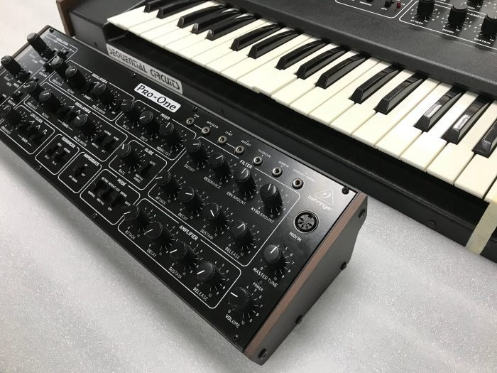 Behringer Pro One angle