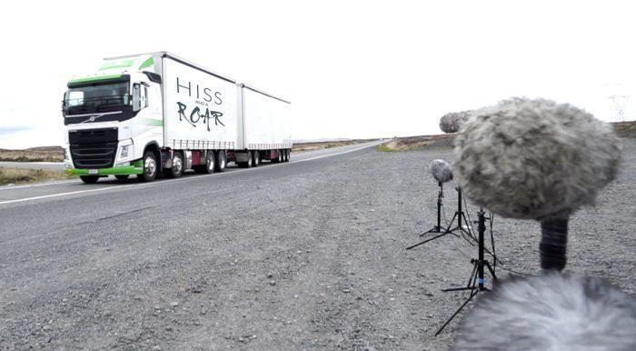 HISS and a ROAR Truck Doppler Horns