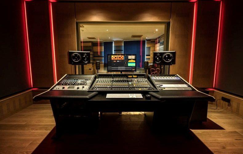 IK Multimedia Modena campus studio