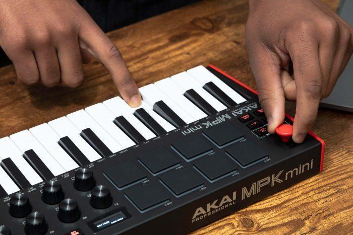 Akai Pro MPK mini mk3 feat